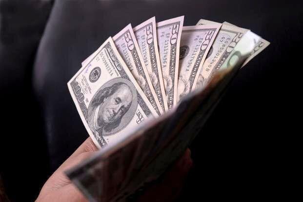 سرقت 9 هزار دلاری منشی و کارمندان از رئیس یک شرکت در تهران