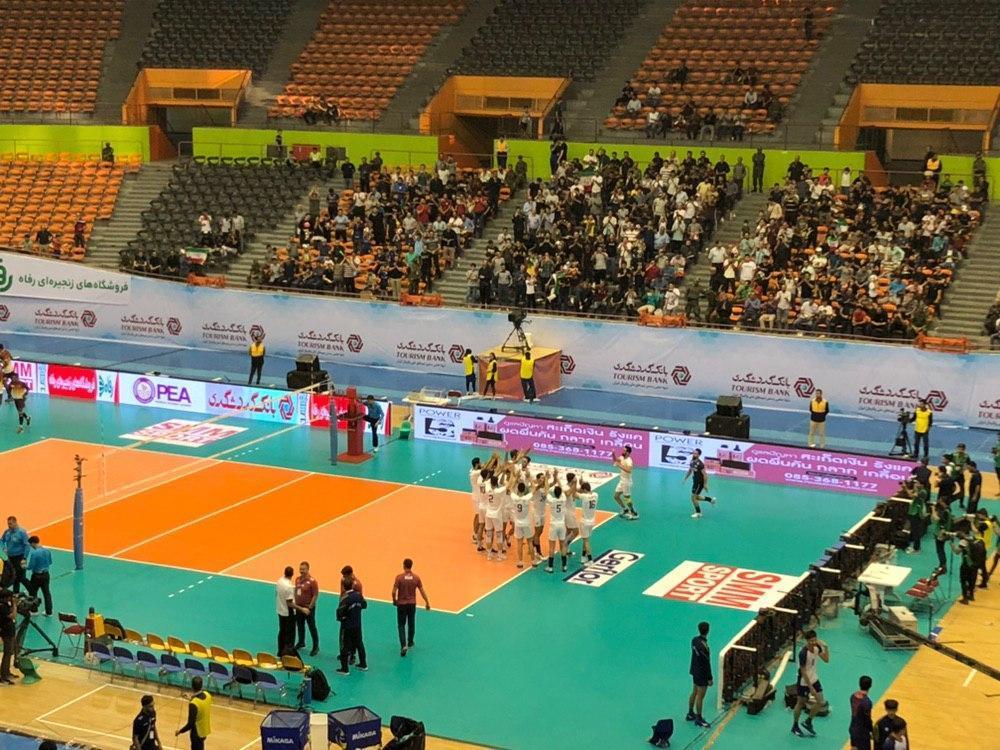 حاشیه های دیدار والیبال ایران و سریلانکا، بازی با 30 دقیقه تاخیر شروع شد