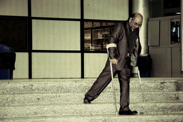 قانونی که به سختی اجرا می گردد، ساز ناکوک امکانات شهری برای معلولان