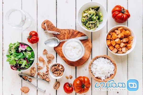 زمانی که در قرنطینه هستیم باید چه چیزی بخوریم؟
