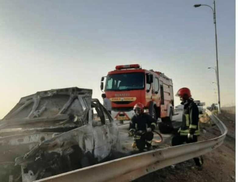 خبرنگاران علت آتش سوزی خودرو حامل اتباع غیرمجاز در یزد اعلام شد