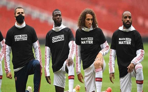 شعار جان سیاه پوستان مهم است پشت پیراهن بازیکنان لیگ جزیره