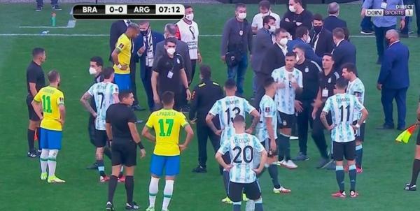 تور ارزان برزیل: اتفاق عجیب در ملاقات تیم های برزیل و آرژانتین، اقدام پلیس برای دستگیری 4 بازیکن