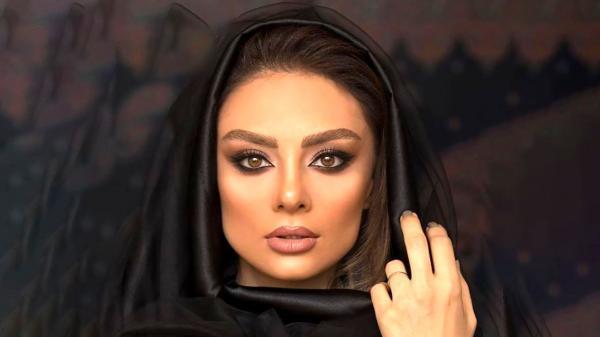 آواز خوانی یکتا ناصر در ماشین لاکچری اش